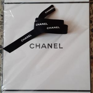 "CHANEL Black & White GIFT BOX 9""x 9"" & 60"" ribbon"